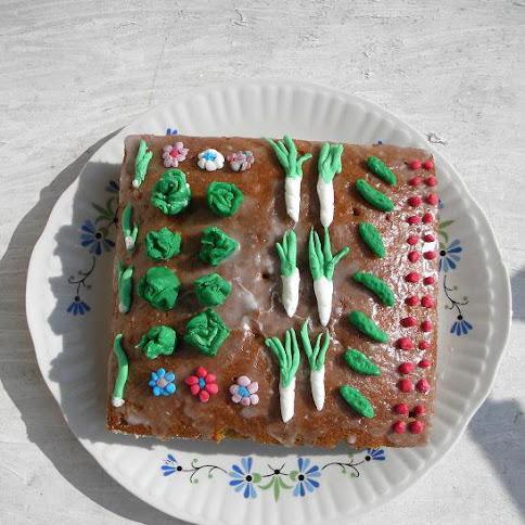 Marchewkowo-ogródkowe ciasto