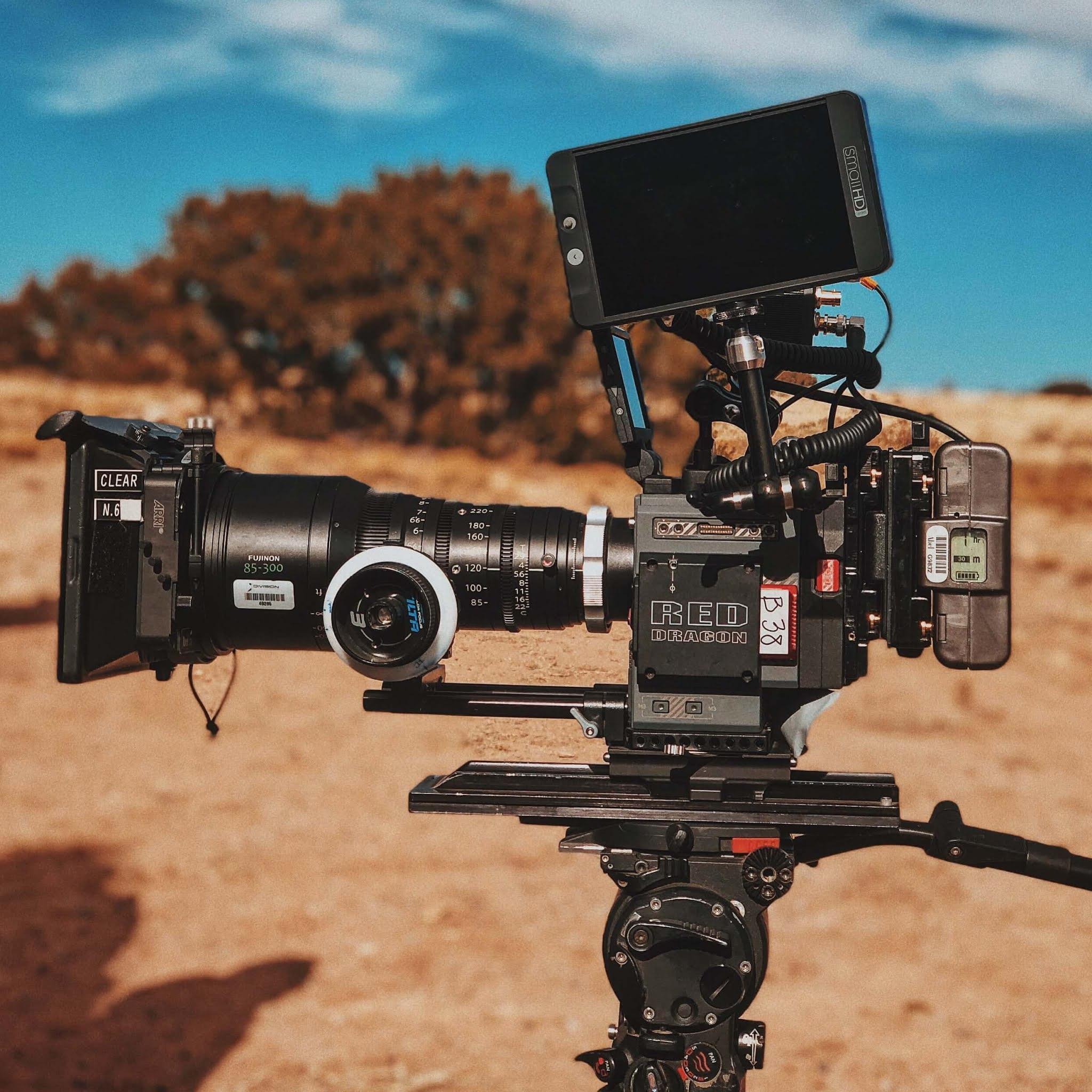 Belajar teknik sinematografi untuk menciptakan bahasa film yang indah.