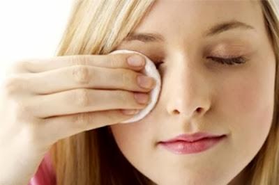 Dầu dừa là sản phẩm tẩy trang an toàn và hiệu quả cho vùng mi và mắt