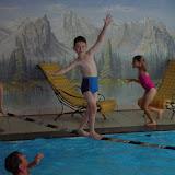 Kinder - Slackline über Wasser