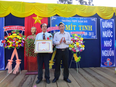 Trường THPT Đầm Dơi mít tinh kỷ niệm ngày nhà giáo Việt Nam 20-11