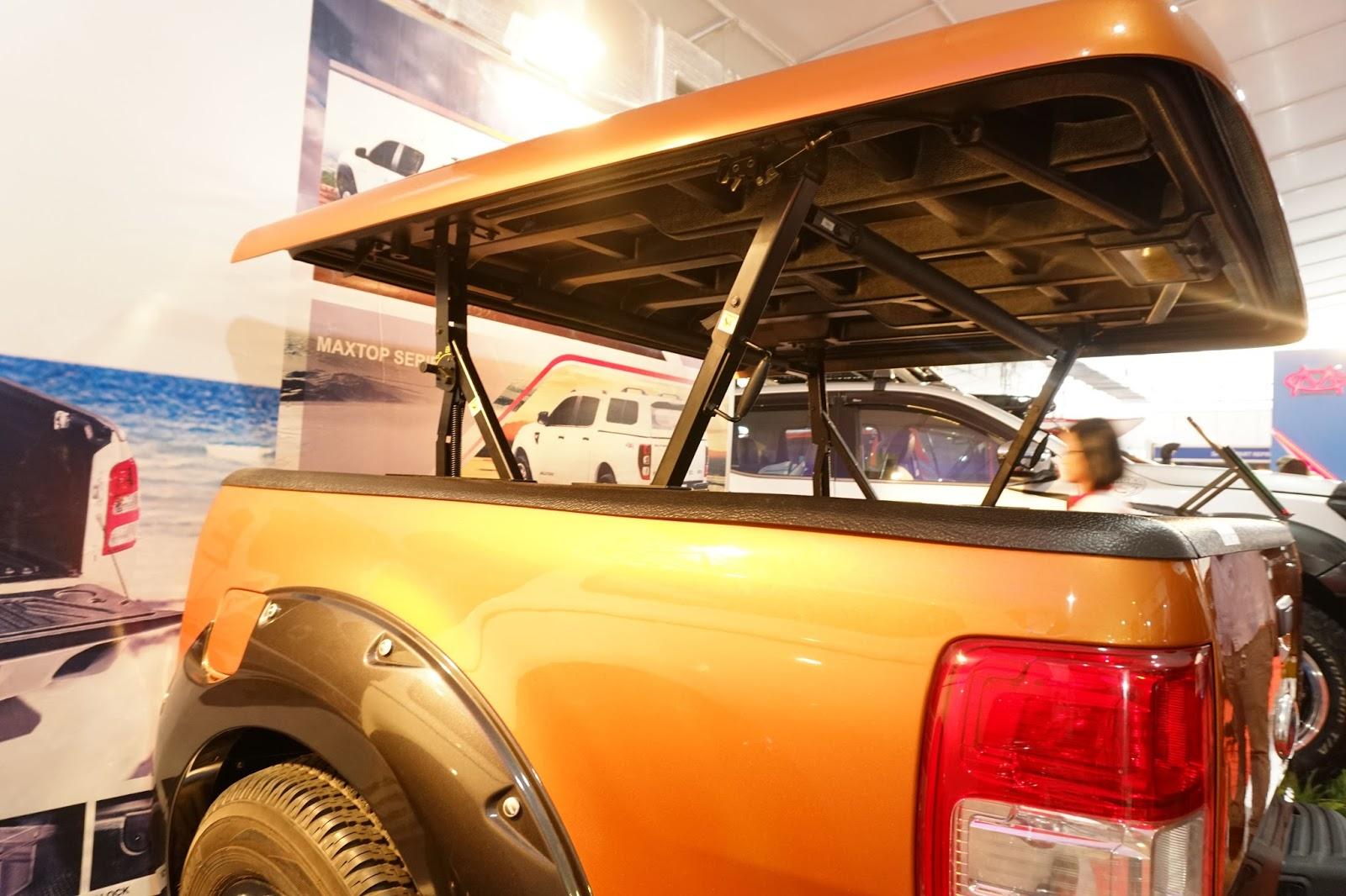 Nắp thùng thấp nhưng có thể chở được đồ cao khi nâng lên