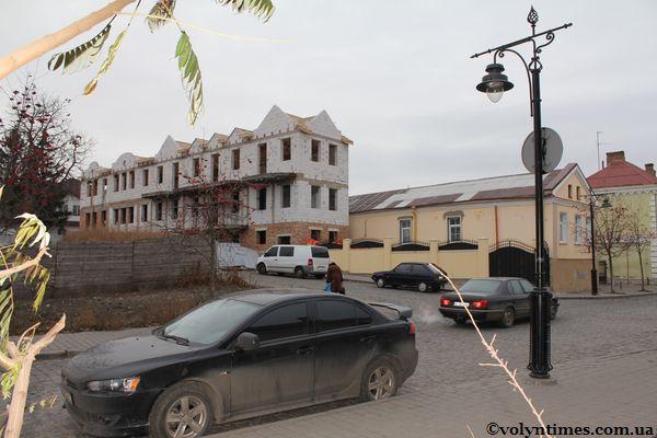 Вигляд будинку з вул. Братковського