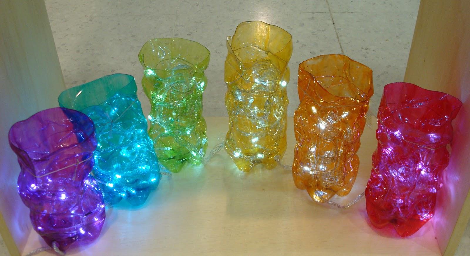 Vasos feitos da garrafa pet reciclada pintadas. Acompanha LED. #088DC3 1600x874