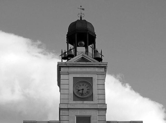 El reloj de la puerta del sol cumple 150 a os viendo madrid for El reloj de la puerta del sol