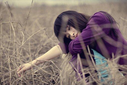 Bộ ảnh cô gái buồn, thất tình, tâm trạng cô đơn