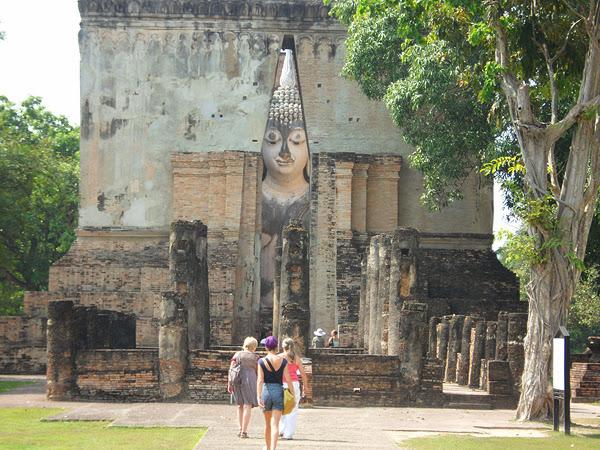 sukhothai buddha park thailand, sukhothai vs ayutthaya which is best