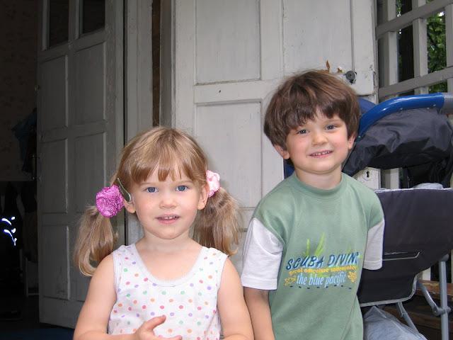 Невинная сестра с братом