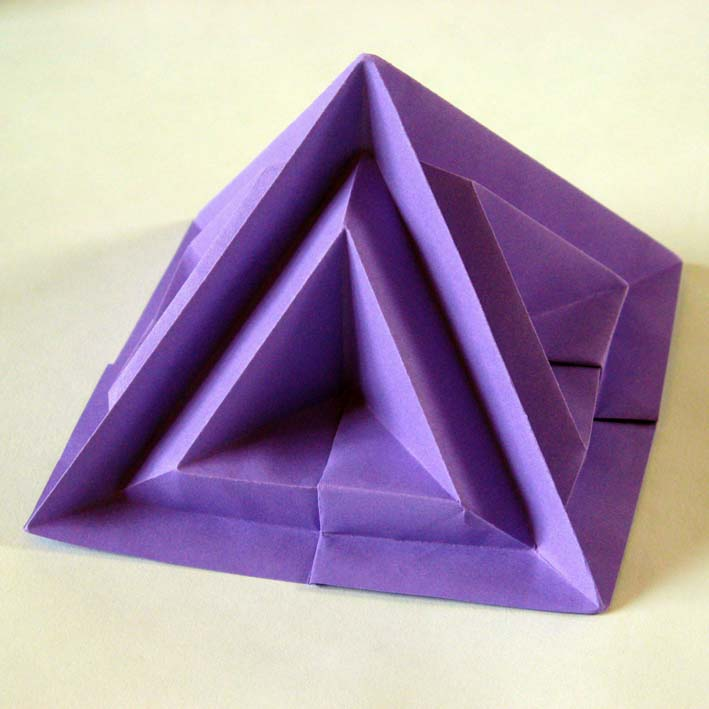 Origami: Piramide sesta - Sixth pyramid, by Francesco Guarnieri