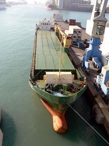 Погрузка судна в порту
