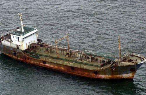 Jian Seng là một tàu chở dầu dài 80 mét không rõ nguồn gốc được phát hiện trôi dạt 180 km về phía tây nam Weipa