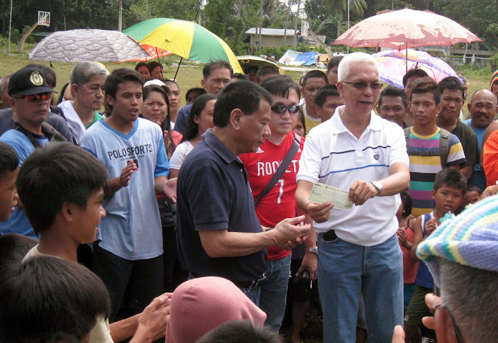 Davao City Mayor Rodrigo Duterte donates P1 million to quake-hit Maribojoc, Bohol