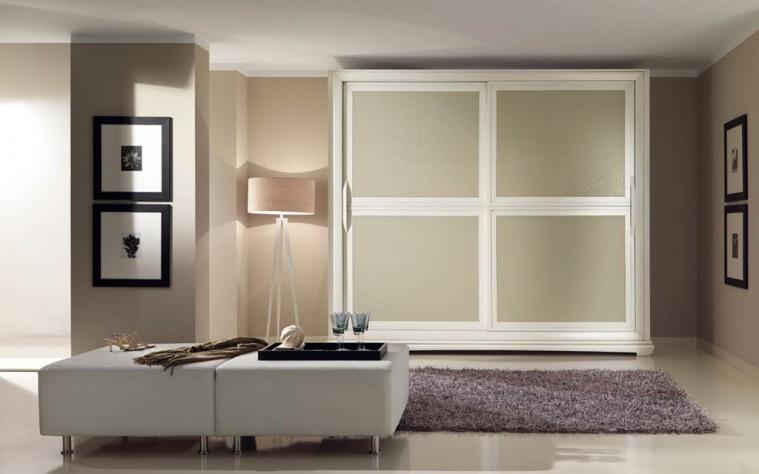 Mobili per l arredamento camera da letto for Semplici piani casa 4 camere da letto