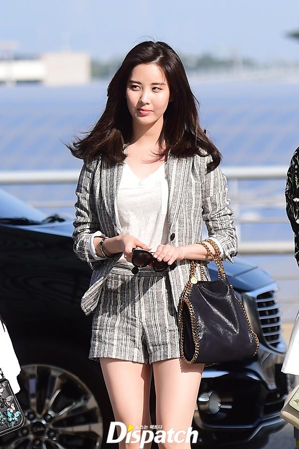 """SNSD khoe chân nuột nà, đọ sắc """"sang chảnh"""" tại sân bay quốc tế Incheon"""