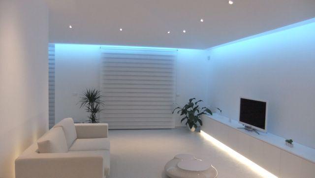 Striscia adesiva led smd luce multicolor 5050 300led bobina 5 metri strip rgb ebay - Strisce led illuminazione casa ...