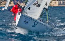 J/70s sailing upwind