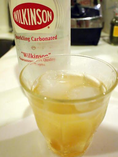 自家製しょうがエキスをウィルキンソン炭酸水で割ったジンジャーエール