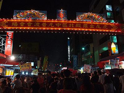 虎尾- 邁入農曆七月 金羅殿搭棚祭拜
