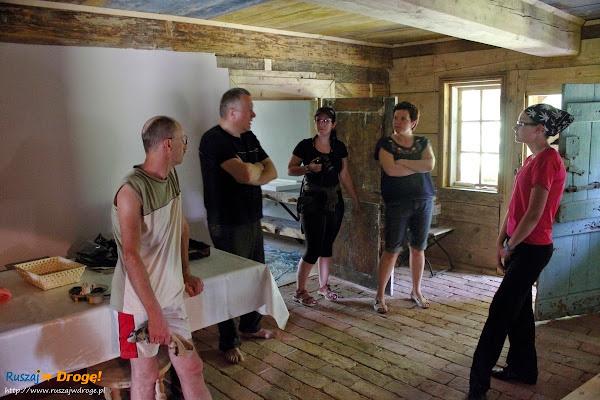 we wnętrzu domu podcieniowego w Cyganku