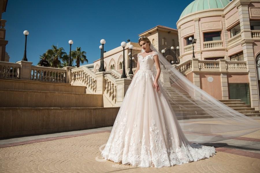 мереживна пишне весільне плаття