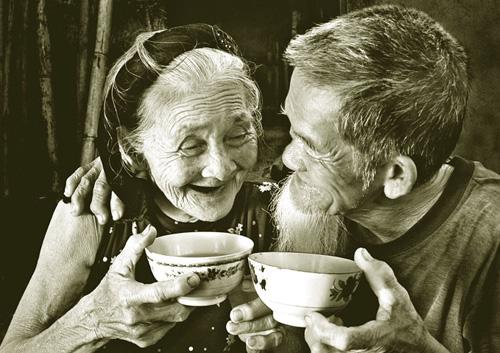 thơ nói về tình yêu của người già, người lớn tuổi nhưng thủy chung và yêu thương nhau