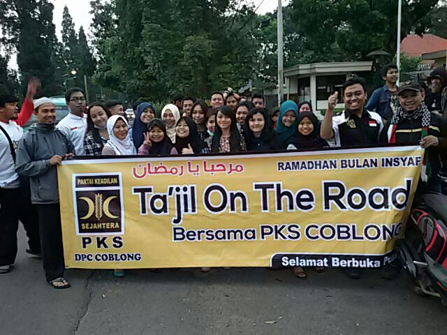 Panitia Tajil on The Road Simpang Dago