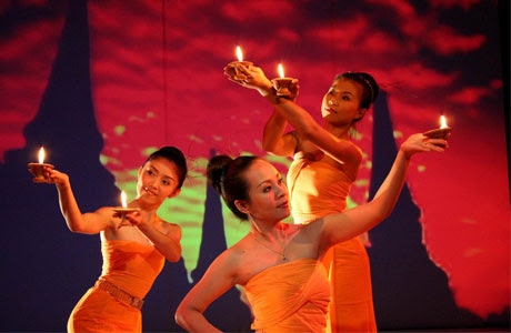Lilin Dance (Candle Dance)