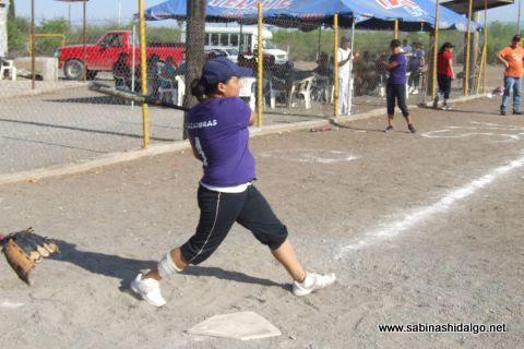 Sandra Cortez de Cazadoras de Villaldama en el softbol femenil del Club Sertoma