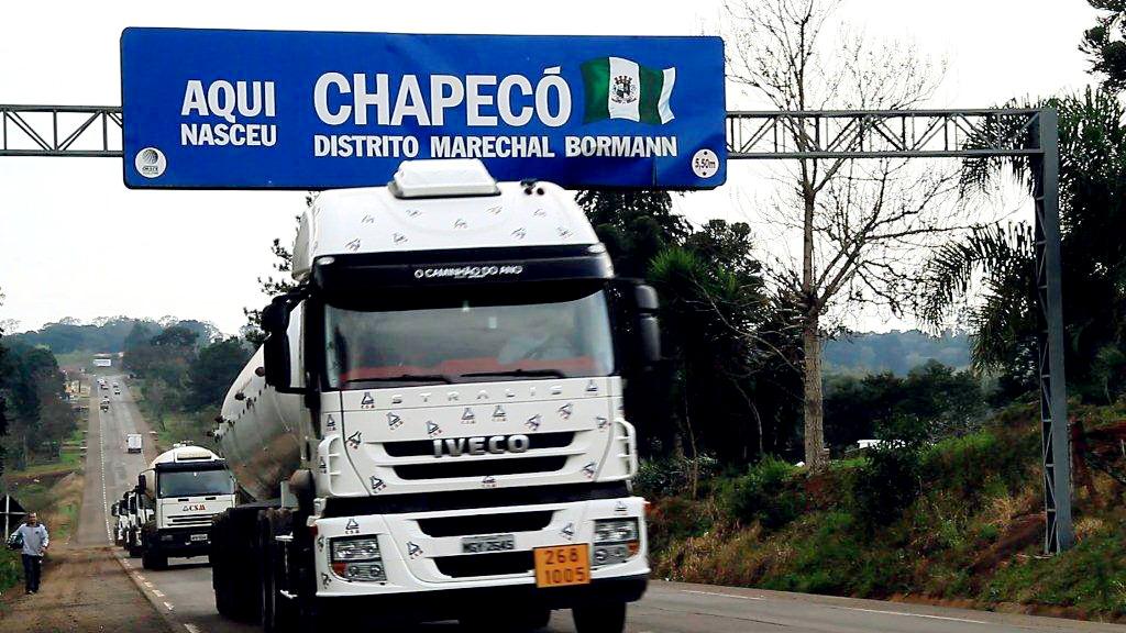 Foto: Parte da frota da CSM de Chapecó saindo para viagem CSM%252520CHAPEC%2525C3%252593