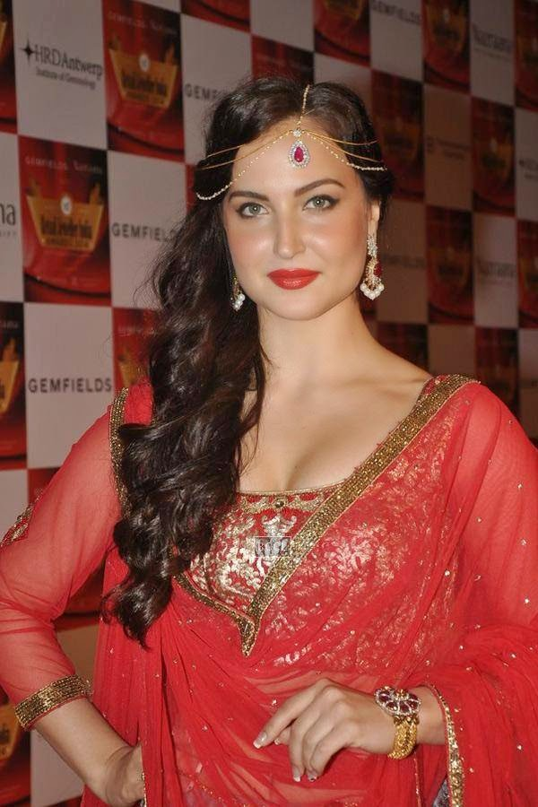 Elli Avram during the 10th Annual Gemfields and Nazraana Retail Jeweller India Awards, 2014, in Mumbai, on July 19, 2014. (Pic: Viral Bhayani)