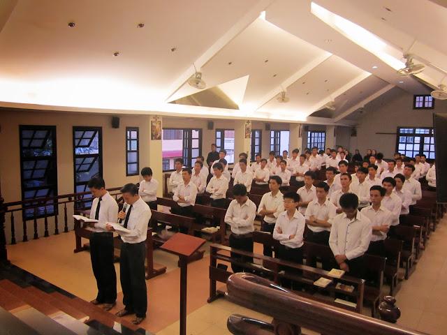Chủng Sinh Tiền Chủng Viện Lâm Bích mừng bổn mạng Cha Giám Đốc Gioan Baotixita Ngô Đình Tiến
