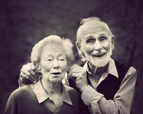 Bộ ảnh tình yêu người già thật đẹp, lãng mạn