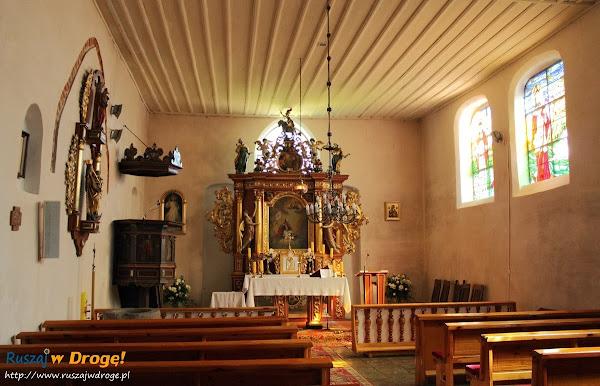 wnętrza kościoła w Jezierniku
