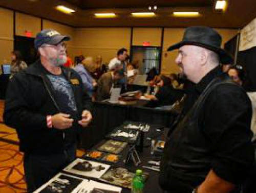 Paranormal Is The New Normal Investigators Fans Gather In South Bend