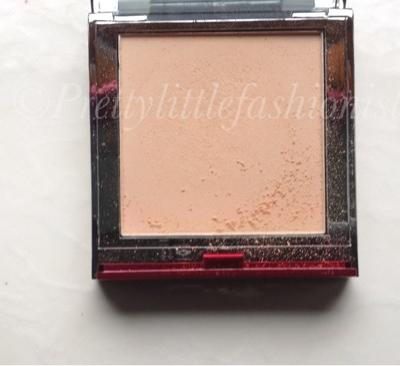 Famous cosmetics Powder
