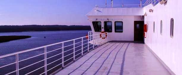 Hafenausfahrt in Klaipeda: auf der Lisco Optima an der Spitze der Kurischen Nehrung, Litauen