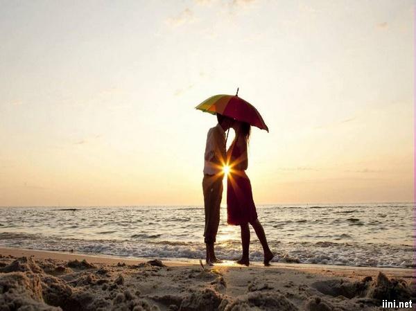 ảnh hôn nhau bên Biển