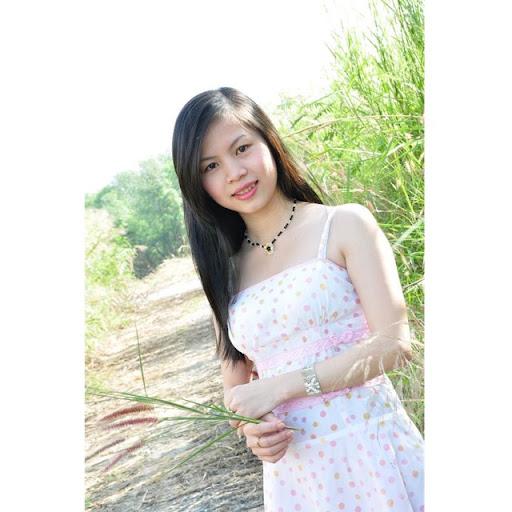 Julie Huynh Photo 13