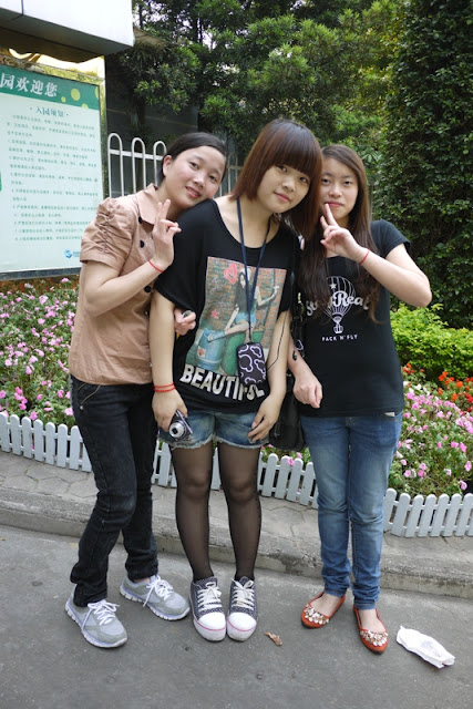 Three girls at Jingshan Park in Zhuhai