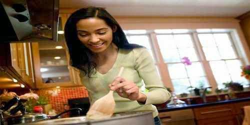 Cocinarle en casa la comida favorita de tu pololo