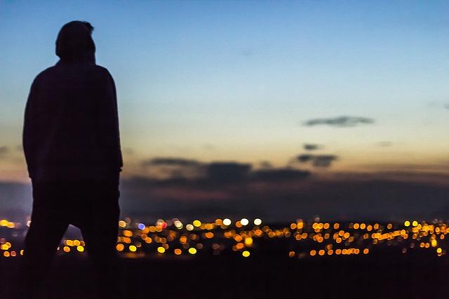 Ngắm thành phố trong đêm buồn