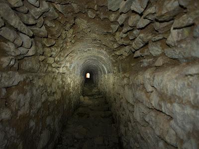 Túnel estret, prop de la mina