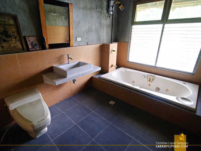Spacious Bathroom at Talisay's Melba's Farm