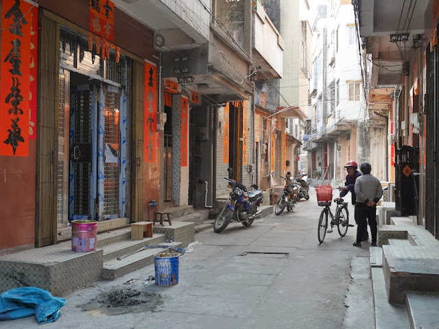 woman with bicycle south of Jiaoqiao New Road (滘桥新路) in Yangjiang