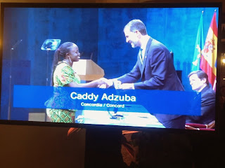 La journaliste de Radio Okapi, Caddy Adzuba, recevant le Prix Prince des Asturies de la Concorde/Ph. Droits Tiers.