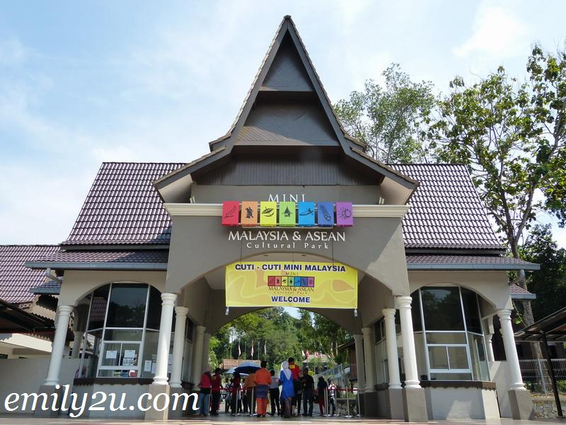 Mini Malaysia Asean Cultural Park From Emily To You