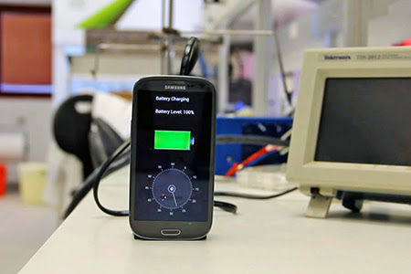 StoreDot charger 30 seconds Bateria de telefon care se încarcă în 30 de secunde