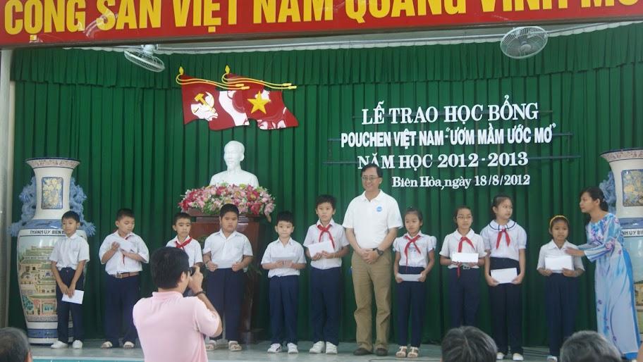"""Công ty Pouchen Việt Nam trao học bổng """"Ươm mầm ước mơ"""""""