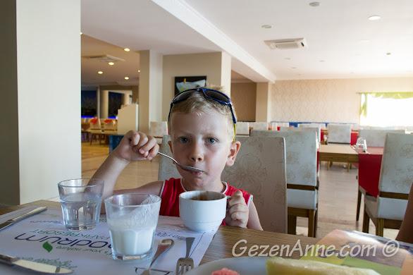 Bodrum Park Resort'ta dondurma yerken