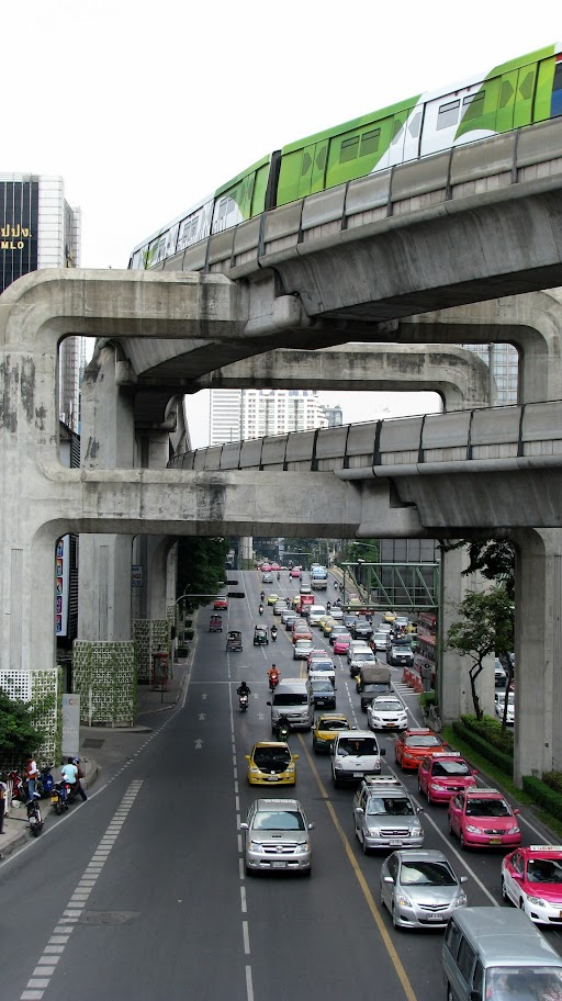 Traffic in Bangkok with Skytrain on top track
